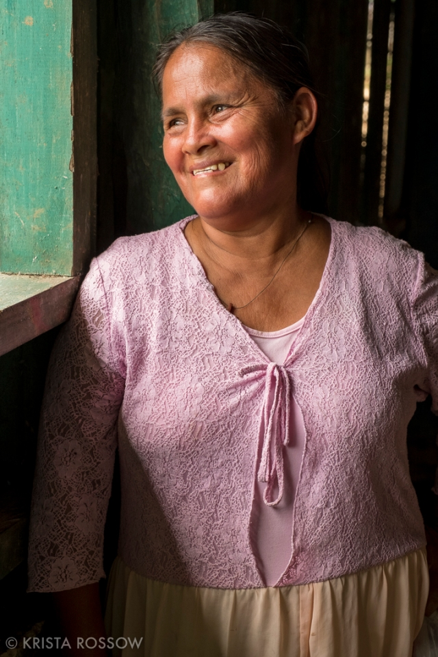 13-Krista-Rossow-Peru-Amazon-smiling-woman