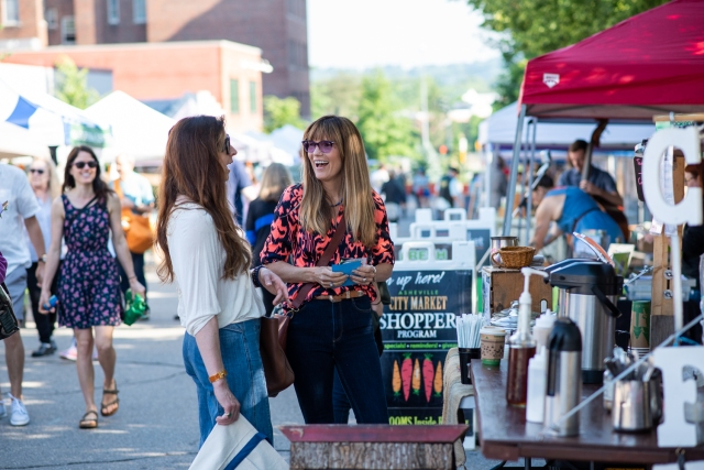 05-Krista-Rossow-Asheville-Downtown-city-market-women